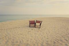 стул пляжа обнаружил местонахождение взморье курорта Стоковые Фотографии RF