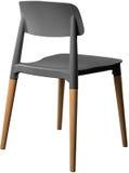 Стул серого цвета пластичный, современный дизайнер Стул на деревянных ногах изолированных на белой предпосылке вектор интерьера и Стоковые Изображения