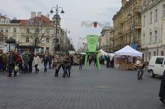 Стул справедливого конца улицы Вильнюса высокий стоковое фото rf