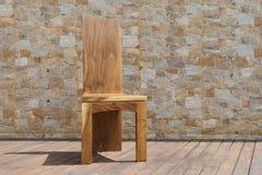 Стул сделанный из твердой древесины на каменной предпосылке Стоковые Изображения