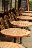 Таблицы кафа в Париже. Стоковые Изображения RF