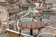 Стулья кафа и таблица, Париж Стоковые Изображения RF