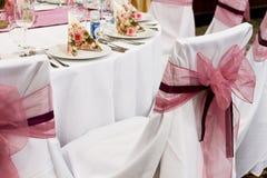 Стулья свадьбы с лентой Стоковые Фото
