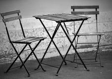 2 стуль и одна таблица на улице Стоковое Изображение