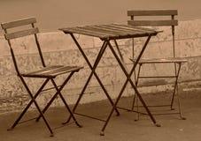2 стуль и одна таблица на улице Стоковые Изображения