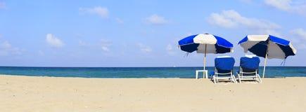 2 стуль на пляже песка Стоковая Фотография RF