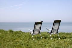 2 стуль смотря вне на море Стоковая Фотография RF