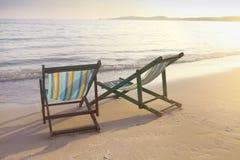 2 стуль солнца на пляже Стоковое фото RF