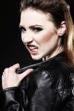 Субкультура - панковский женский подросток кричащий Стоковое фото RF