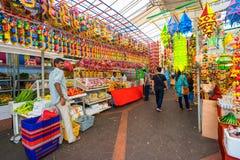 Сувенирные магазины на меньшей Индии, Сингапуре стоковые фотографии rf