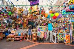 Сувенирные магазины на меньшей Индии, Сингапуре стоковое фото rf