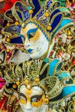 Сувениры и маски масленицы на торговой операции улицы в Венеции, Италии Стоковое Фото