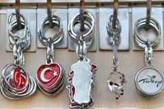 сувениры от индюка, цепи, keychains, ювелирные изделия, подарки стоковые фотографии rf