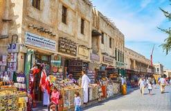 Сувениры Qatari в Souq Waqif, Дохе, Катаре Стоковые Фото