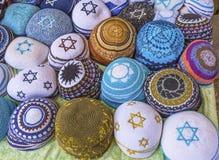 Сувениры Safed Tsefat Израиль шляп Yarmulkes Kippahs еврейские Стоковая Фотография