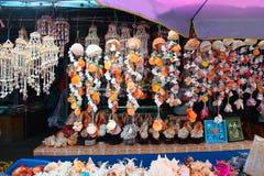 Сувенир Seashell ручной работы в витрине стоковая фотография rf