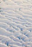Сугробы на речном береге Стоковые Фото