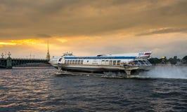 Судно на подводных крыльях на реке Neva в Санкт-Петербурге Стоковое фото RF