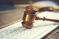 Судья на клавиатуре стоковые фотографии rf