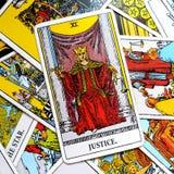Суд карточки Tarot правосудия и закон, законности, контракты, документы Стоковая Фотография