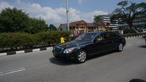 Султан Nazrin perak султана уходя от Bangunan Dewan Darul Ridzuan стоковые фото