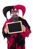 Сумашедше клоун держа шифер при copyspace, изолированное на белизне стоковые изображения rf