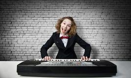 Сумашедший рояль игры женщины Стоковое фото RF