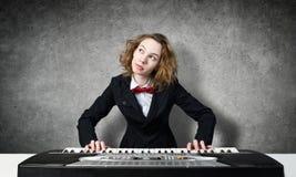 Сумашедший рояль игры женщины Стоковые Изображения