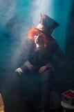Сумашедший hatter сидя в стуле Стоковые Изображения