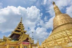 Сумеречница Maha Chedi Choi самое большее престижная в Bago, Мьянме Стоковая Фотография
