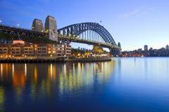 Сумерк Австралии моста гавани Сиднея Стоковые Изображения