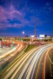Сумерк городского пейзажа памятника победы в центральном Бангкоке Thaila Стоковое Изображение RF