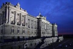Сумерк на Palacio реальном в Мадриде Стоковые Фото