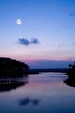 сумерк озера спокойное Стоковое фото RF