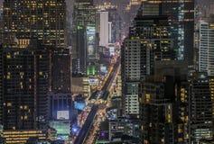 Сумерк дороги sukhumvit Бангкока Стоковые Изображения