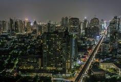 Сумерк дороги sukhumvit Бангкока Стоковые Изображения RF