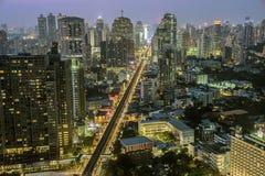 Сумерк дороги sukhumvit Бангкока Стоковое Изображение RF
