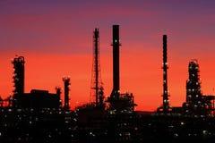 сумерк Таиланда нефтеперерабатывающего предприятия стоковое фото