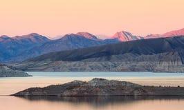 сумерк mead озера стоковое фото