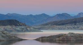 сумерк mead озера стоковое фото rf