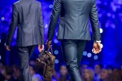 Сумка взлётно-посадочная дорожка модного парада красивая Стоковое фото RF