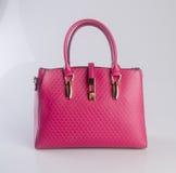 сумка или сумка женщины красного цвета на предпосылке Стоковое Фото
