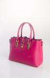 сумка или сумка женщины красного цвета на предпосылке Стоковое Изображение