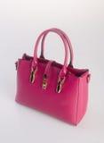 сумка или сумка женщины красного цвета на предпосылке Стоковые Изображения