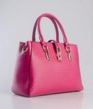 сумка или сумка женщины красного цвета на предпосылке Стоковое фото RF