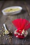 Сумка конфеты и зажаренная в духовке пшеница стоковые изображения