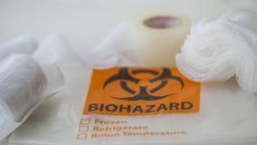 Сумка марли, ленты и biohazard стоковое фото