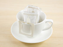 Сумка потека кофе момента времени свеже заваренная Стоковое фото RF