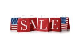 Сумка продаж Флаг Соединенных Штатов Америки на хозяйственных сумках Стоковые Изображения RF