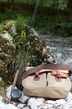 Сумка рыболовов с штангой стоковое изображение